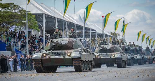 Militares em defesa do Presidente