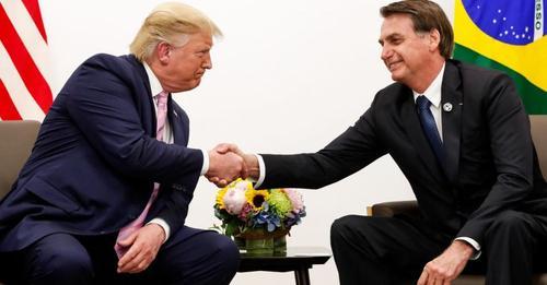 Na Flórida, Trump é aplaudido de pé após elogio a Jair Bolsonaro